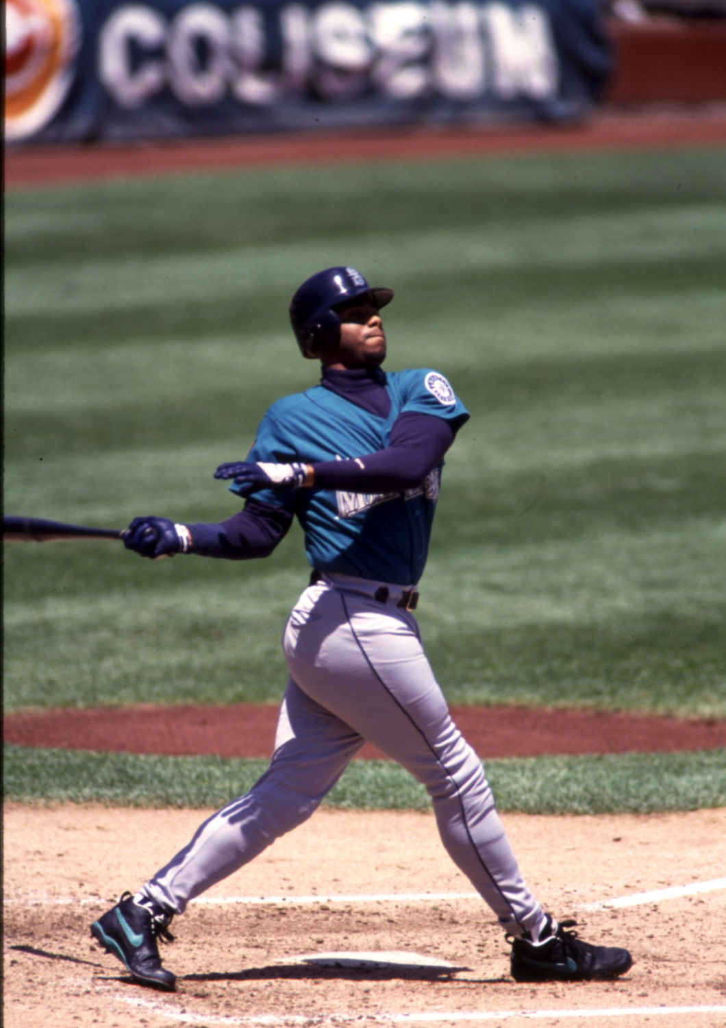 f6603b6e3a Ken Griffey Jr. made his major league debut with the Seattle Mariners in  1989, and played with the team through the 1999 season. He returned at the  very end ...