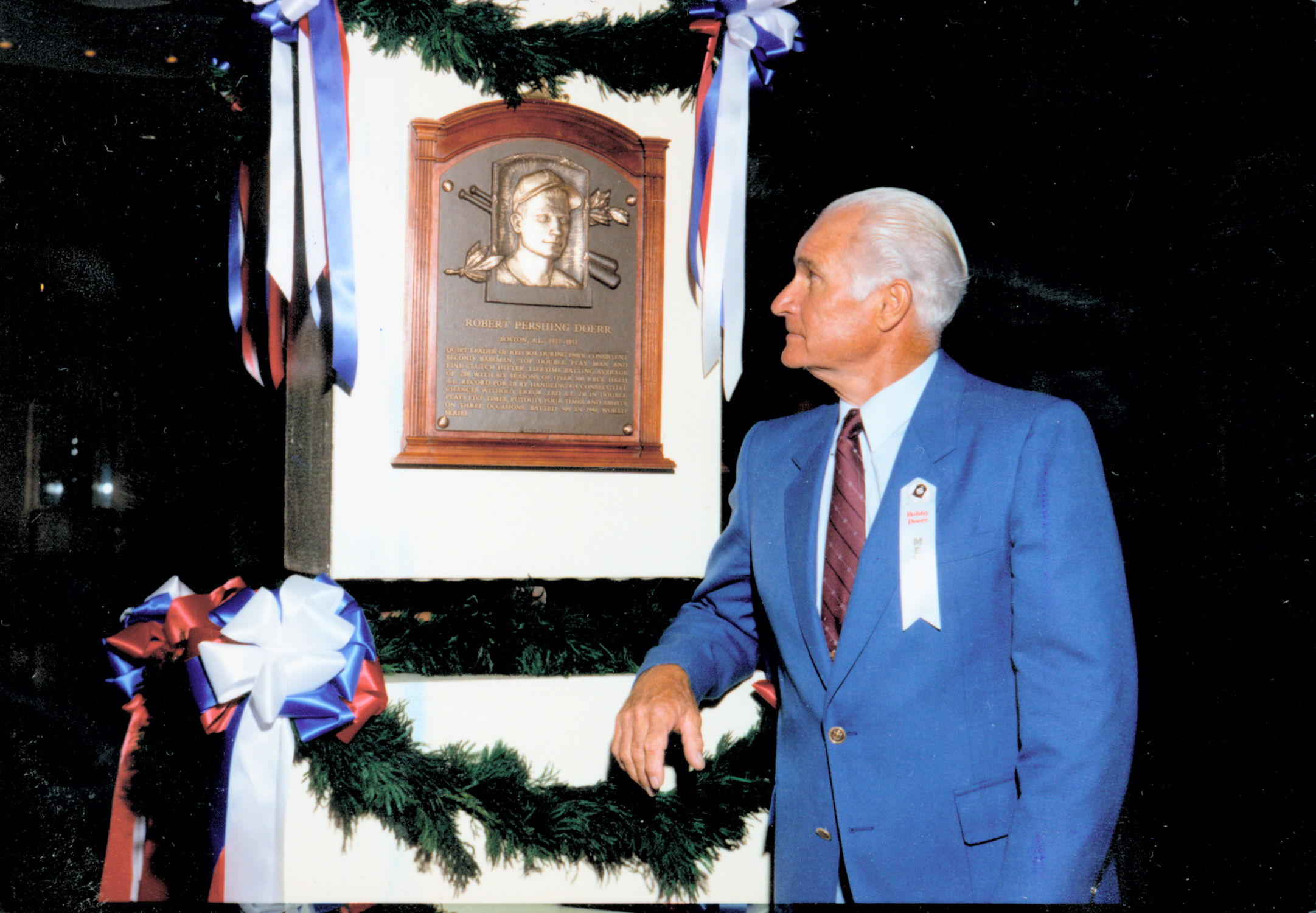 Bobby doerr becomes oldest hall of famer baseball hall for Plaque induction 1 foyer