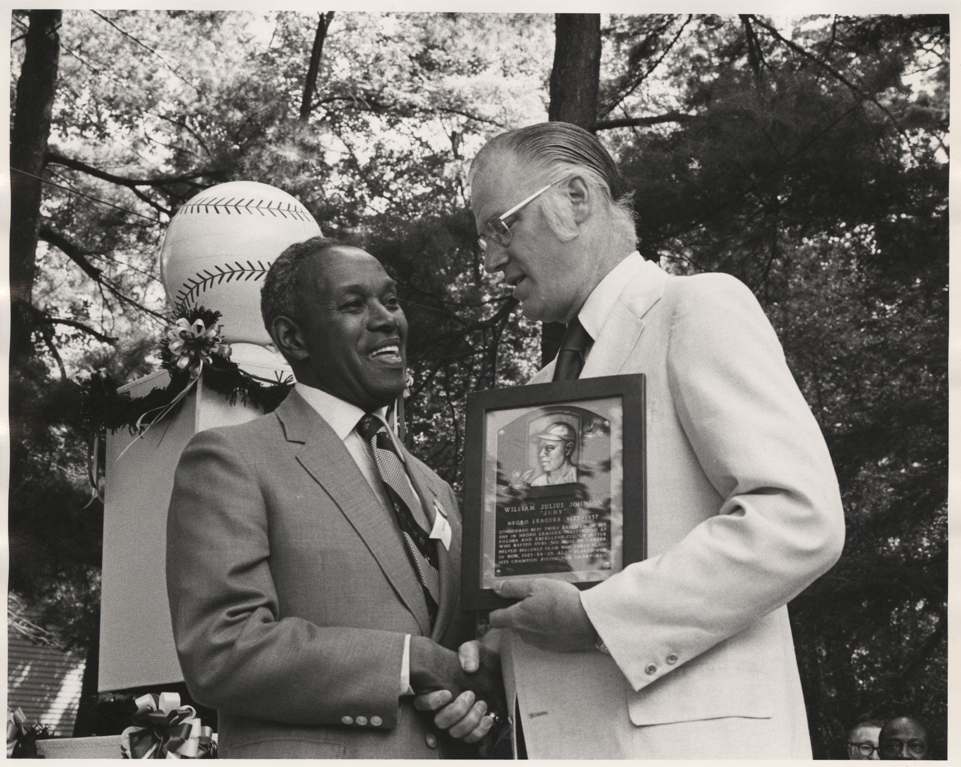 judy johnson accepting his plaque from commissioner bowie kuhn during the 1975 hall of fame induction ceremony bl 35788 national baseball hall of fame