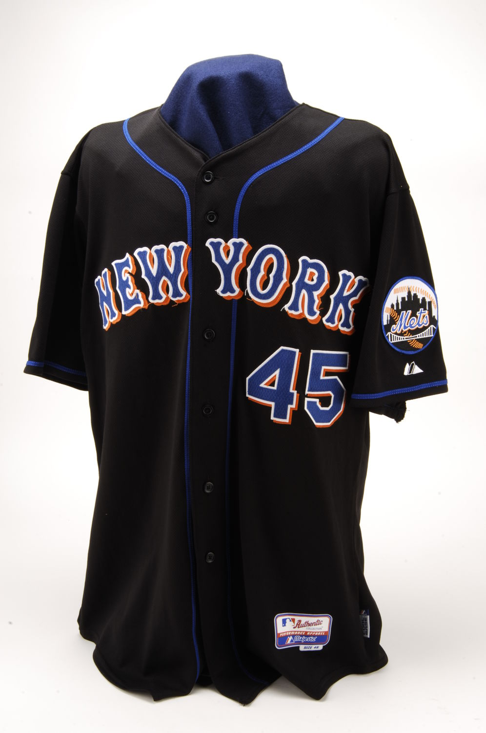 44db50041 New York Mets jersey worn by Pedro Martínez when he became just the 15th  hurler to log 3