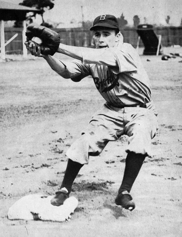 0483e31ee War veteran Pee Wee Reese returns to the Los Angeles Dodgers