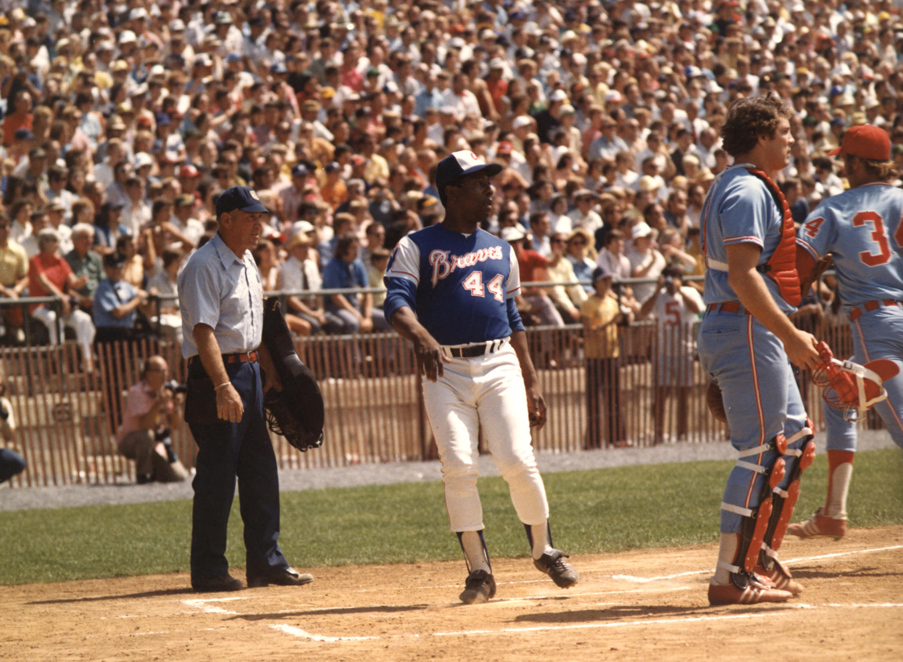 Hank Aaron crosses home plate for the Atlanta Braves against the Chicago White Sox during the Hall of Fame Game on Aug. 12, 1974 at Doubleday Field. (National Baseball Hall of Fame Library)
