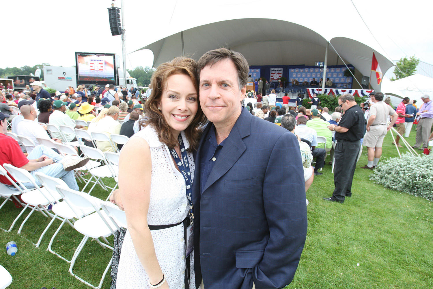 Bob Costas poses with his wife Jill Sutton at Hall of Fame Weekend in 2009. (Bill Greenblatt/National Baseball Hall of Fame and Museum)