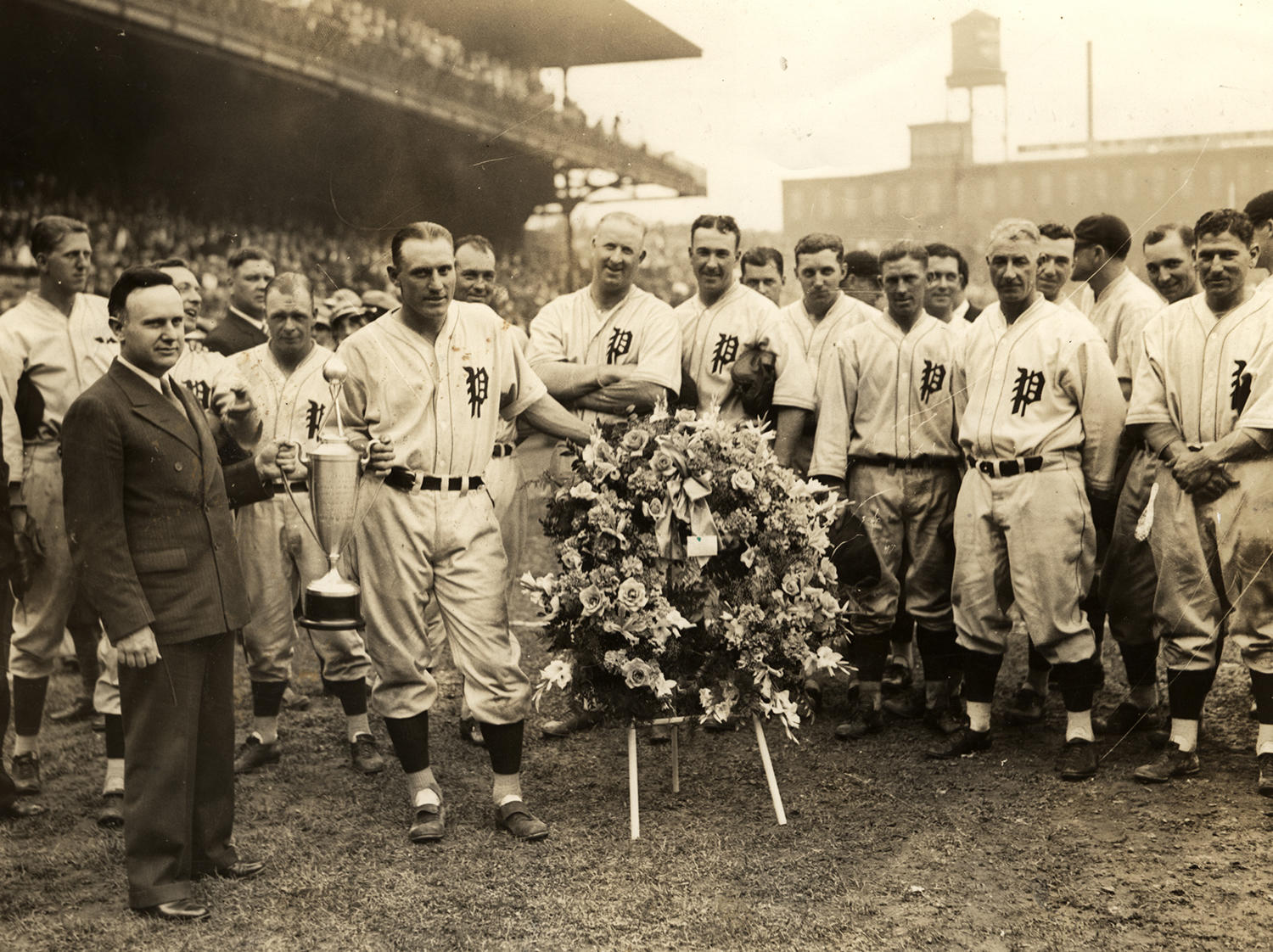 Chuck Klein receives the National League MVP Award in 1932, surrounded by his Philadelphia Phillies teammates. (National Baseball Hall of Fame)