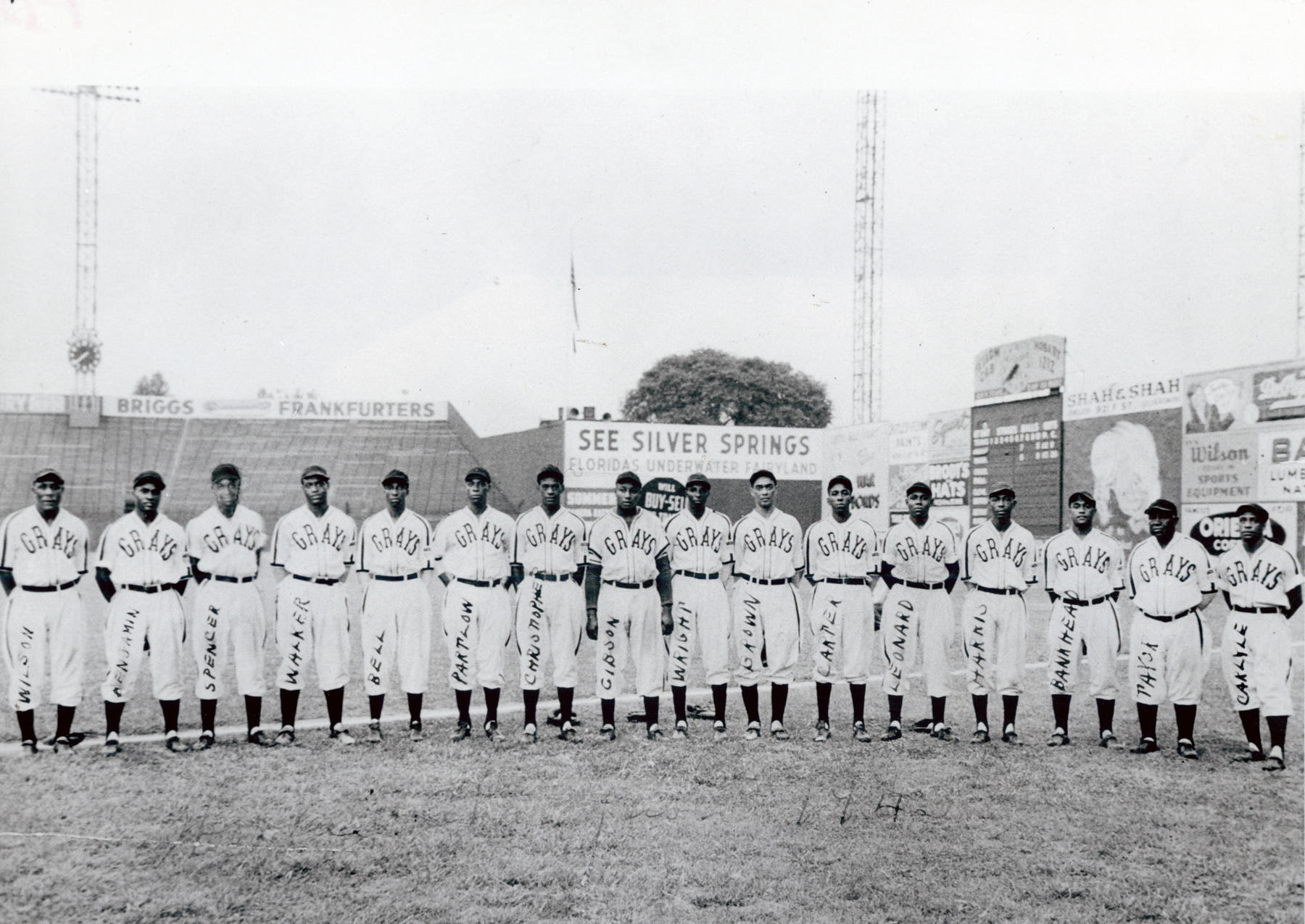 The 1943 Homestead Grays. BL-3284-72 (National Baseball Hall of Fame Library)