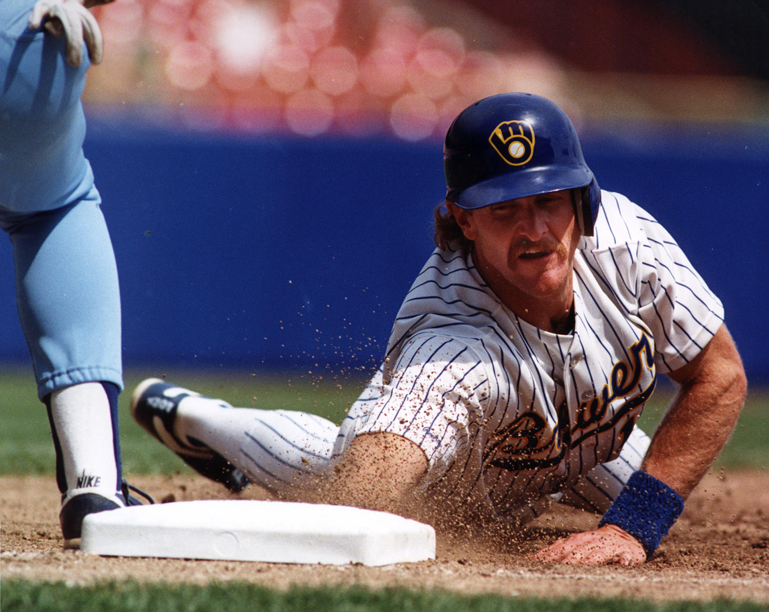 In 1982, Robin Yount led all of baseball in total bases with 367. (National Baseball Hall of Fame)