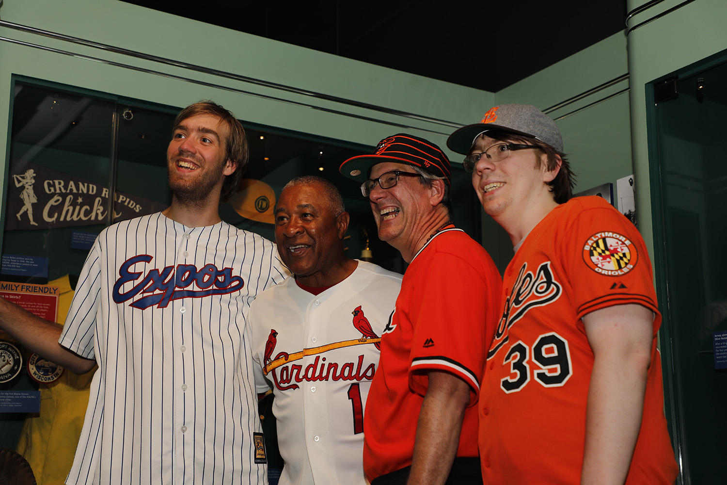 Ozzie Smith poses with fans for a photograph during the 2017 <em>Night at the Museum</em> event at the Hall of Fame Classic. (Milo Stewart Jr./National Baseball Hall of Fame and Museum)