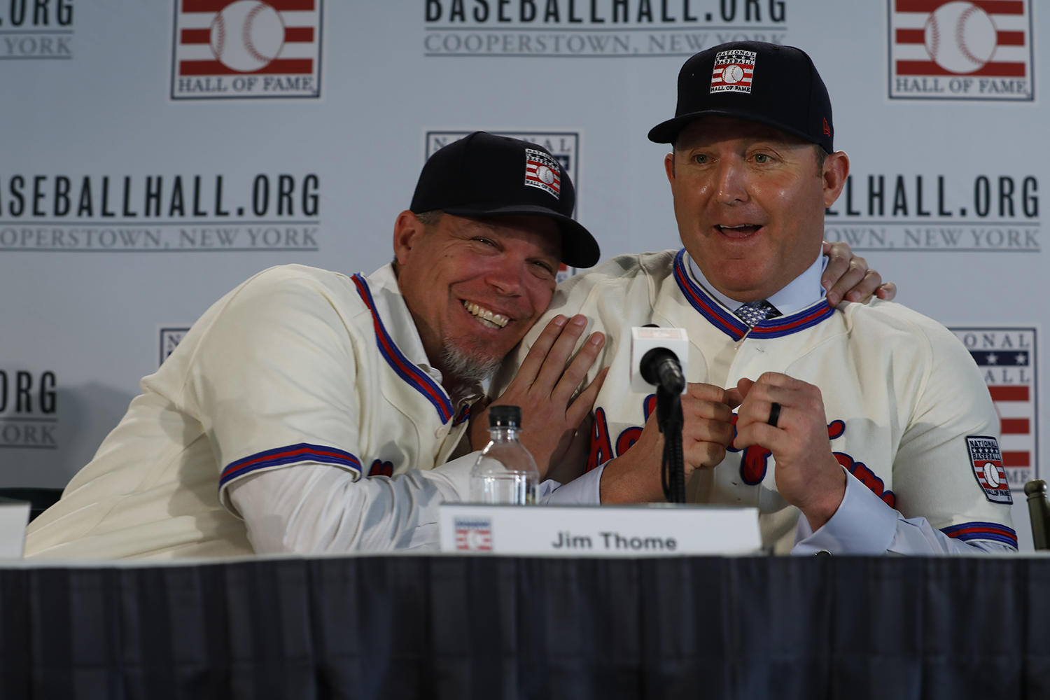 Chipper Jones (left) shares a laugh with Jim Thome during the 2018 Hall of Fame Inductee Press Conference. (Milo Stewart Jr./National Baseball Hall of Fame and Museum)