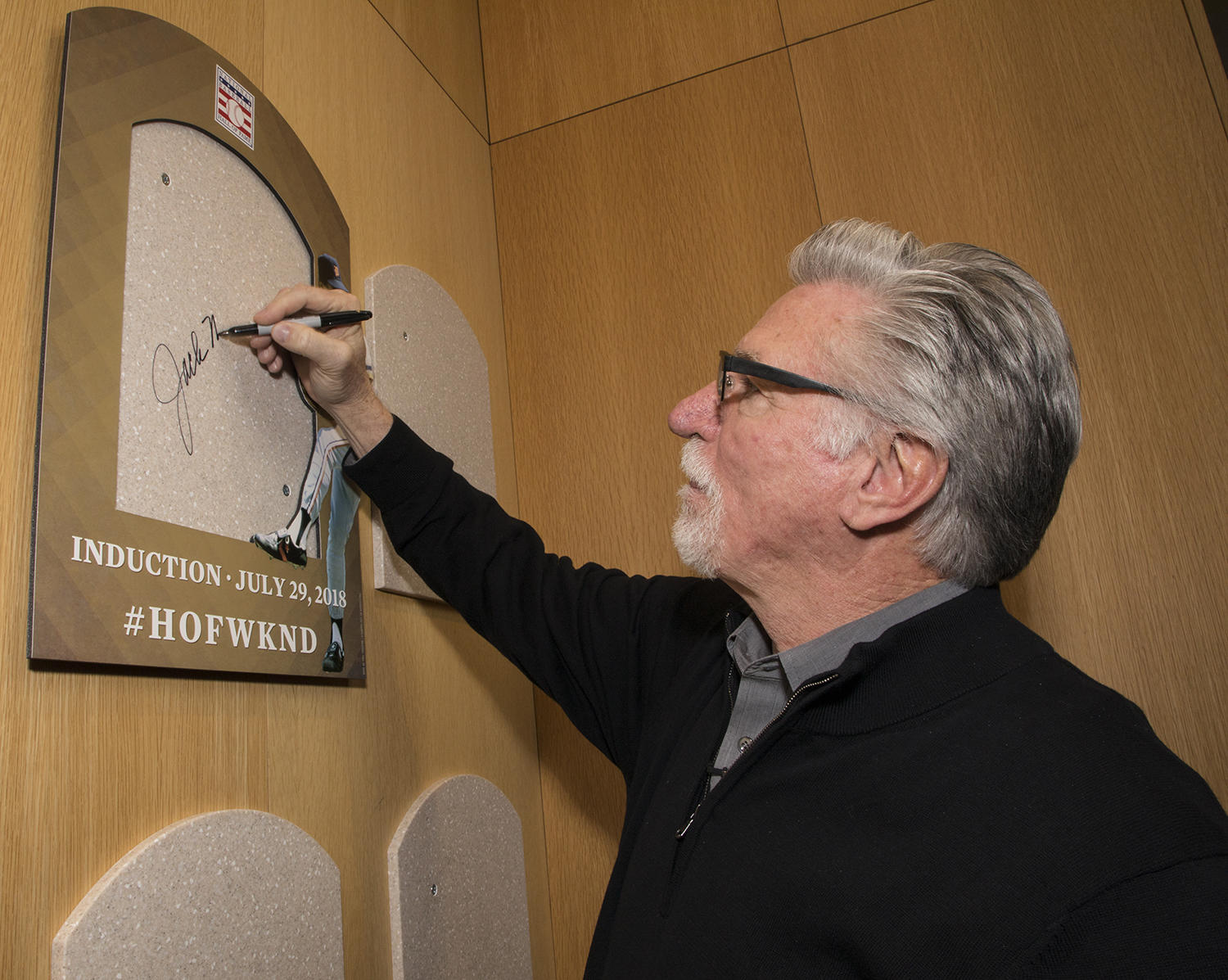 Jack Morris signs the backer where his plaque will be placed after his induction on July 29. (Milo Stewart Jr./National Baseball Hall of Fame and Museum)