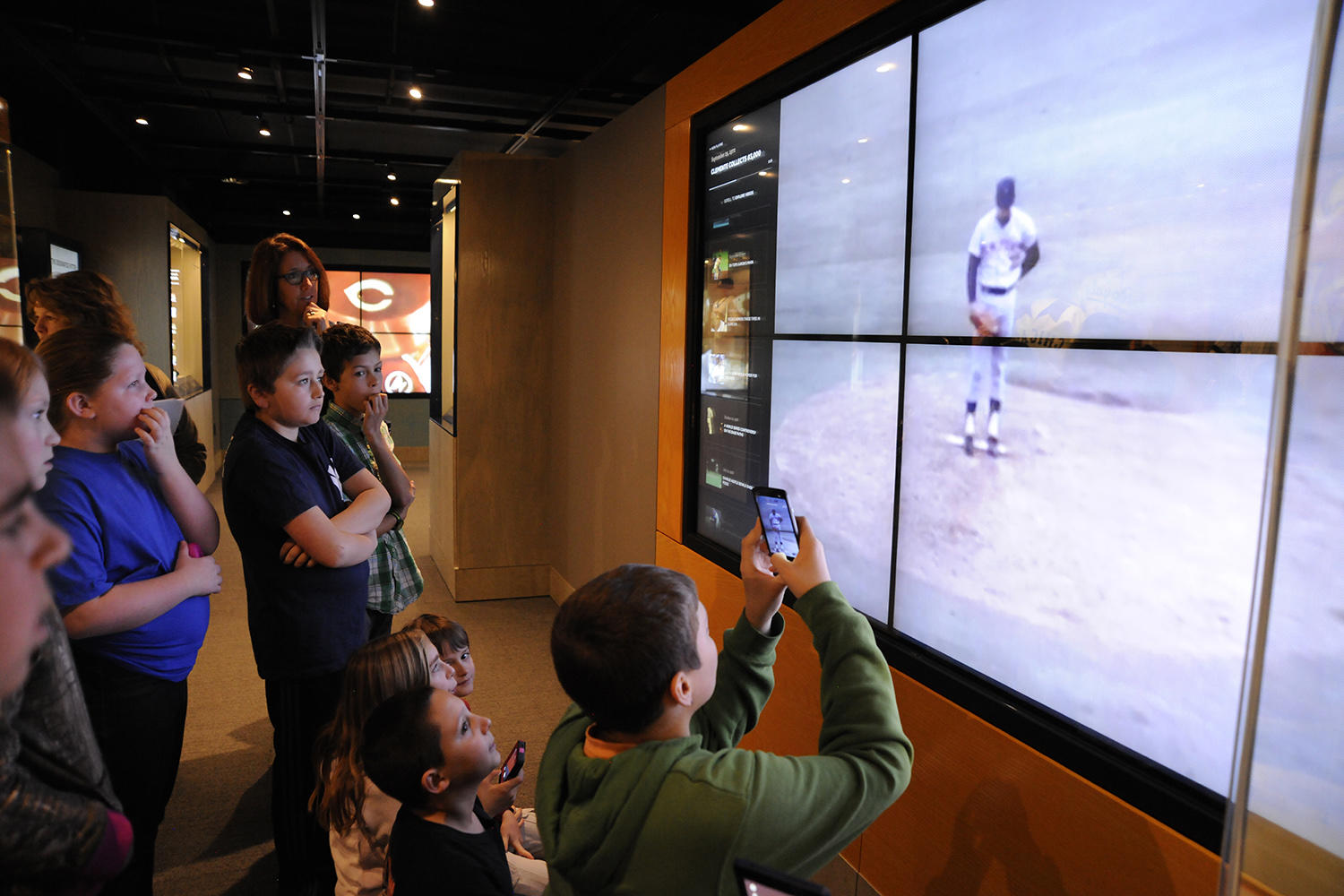 A local school group watches a video clip of former New York Mets pitcher Tom Seaver while touring the Museum. (Milo Stewart Jr. / National Baseball Hall of Fame and Museum)