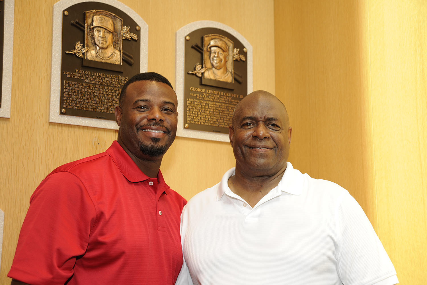 Ken Griffey Jr., a member of the Baseball Hall of Fame's Class of 2016, poses next to his plaque with his father (right). (Larry Brunt / National Baseball Hall of Fame)