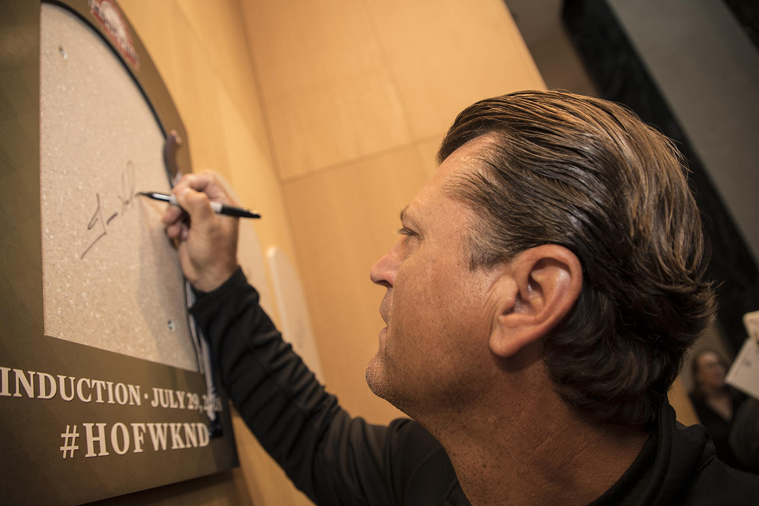 Trevor Hoffman signs the spot where his Hall of Fame plaque will hang during his Orientation Visit in Cooperstown. (Milo Stewart Jr./National Baseball Hall of Fame and Museum)
