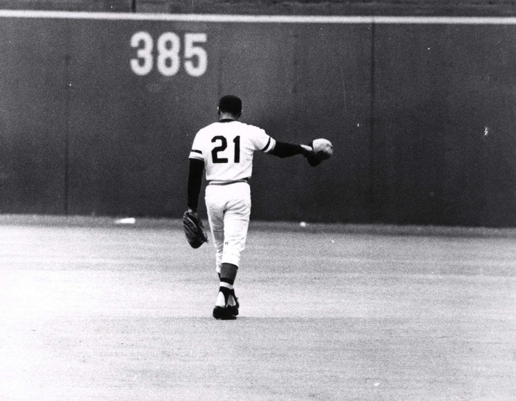 Roberto Clemente acknowledges the fans at Three Rivers Stadium while walking out to right field following his 3,000th career hit on Sept. 30, 1972. (Luis Ramos / National Baseball Hall of Fame Library)
