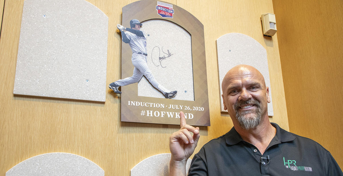 Walker gets history lesson in visit to Hall of Fame