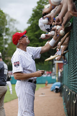 Goose Gossage takes some time to sign autographs for fans during the 2017 Hall of Fame Classic legends game. (Milo Stewart Jr. / National Baseball Hall of Fame and Museum)