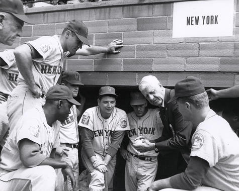 Hall of Fame inductee Red Faber (center) gives pitching tips to members of the New York Mets during the 1964 Hall of Fame Weekend in Cooperstown. (National Baseball Hall of Fame Library)