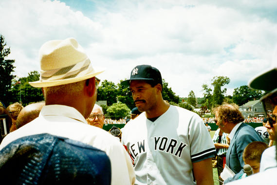 Future Hall of Famer Dave Winfield talks with fans and the media before the 1987 Hall of Fame Game. (National Baseball Hall of Fame and Museum)