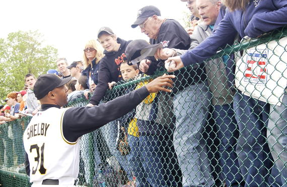 Pirates first base coach John Shelby signs autographs for fans at the 2006 Hall of Fame Game. (Milo Stewart Jr./National Baseball Hall of Fame and Museum)
