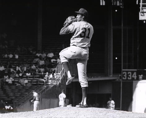 Fergie Jenkins pitched for the Chicago Cubs early in his career (1966-73) and again at the end of his career (1982-83). (National Baseball Hall of Fame and Museum)