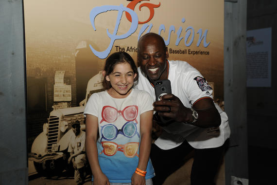 A young fan takes a selfie with LaTroy Hawkins, former relief pitcher for the Minnesota Twins, at the 2016 <em>Night at the Museum</em> event. (Milo Stewart Jr. / National Baseball Hall of Fame)