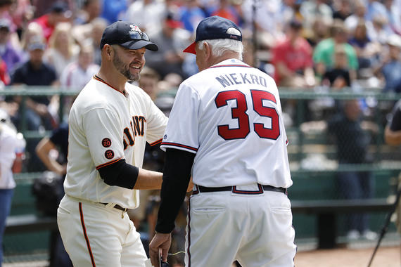 Hall of Famer Phil Niekro greets former Giants player Cody Ross at the 2017 Hall of Fame Classic. (Milo Stewart Jr./National Baseball Hall of Fame and Museum)