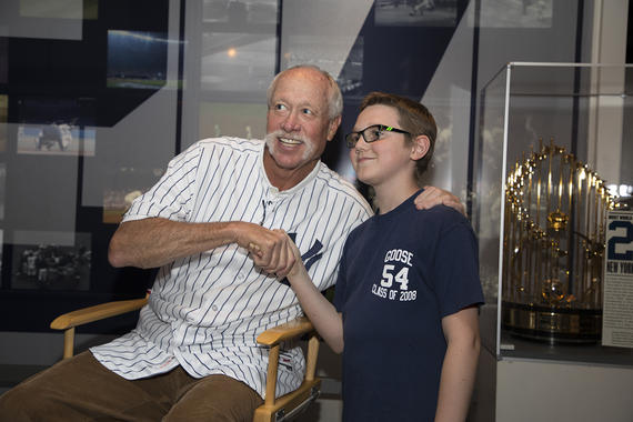 Goose Gossage greets a young fan during the 2018 <em>Night at the Museum</em> program. (Milo Stewart Jr./National Baseball Hall of Fame and Museum)