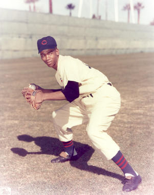 Ernie Banks - BL-6808-89 (National Baseball Hall of Fame Library)