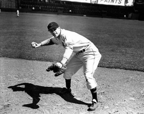 Lou Boudreau, Cleveland Indians, 1939 - Bl-5570-95 (National Baseball Hall of Fame Library)