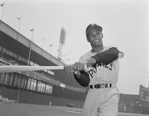 Roberto Clemente posed swinging. (Osvaldo Salas Collection / National Baseball Hall of Fame Library)