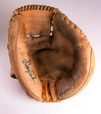 Mitt used by Gary Carter of San Francisco Giants during 1990 season; set NL record for career games caught (1862) on 6/19/90 breaking the old record held by Al Lopez - B-266-90  (Milo Stewart Jr./National Baseball Hall of Fame Library)