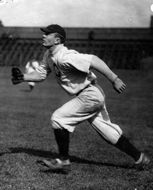 Jack Graney mid-stride, tracking down a ball. BL-617.79 (National Baseball Hall of Fame Library)