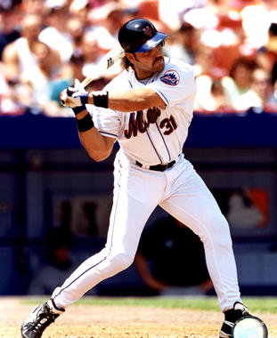 Mike Piazza of the New York Mets. BL-4621-2000 (Photo File / National Baseball Hall of Fame Library)