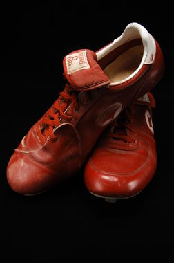 Shoes worn by Chicago White Sox pitcher Tom Seaver during his 300th career win, on August 5, 1985 against the Yankees - B-305-97 (Milo Stewart Jr./National Baseball Hall of Fame Library)