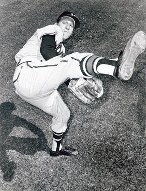 Warren Spahn of the Milwaukee Braves in his windup - BL-284-61 (National Baseball Hall of Fame Library)
