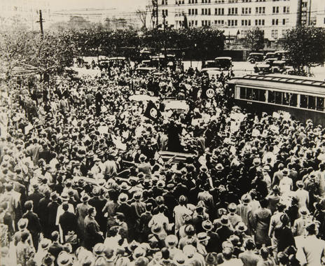 A parade of American players in Tokyo stops all traffic and normal business as enthusiastic crowds swelled the sidewalks and streets of the city.  – B-277-51-11 (National Baseball Hall of Fame Library)