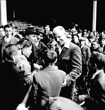 Hall of Fame executive Bill Veeck was always eager to please baseball fans. BL-252-54-26 (Look Magazine / National Baseball Hall of Fame Library)