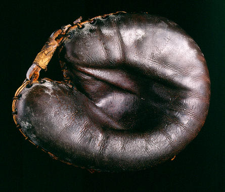 Catcher's mitt used by Ernie Lombardi of Cincinnati Reds during his MVP 1938 season - B-47-86 (Milo Stewart Jr./National Baseball Hall of Fame Library)