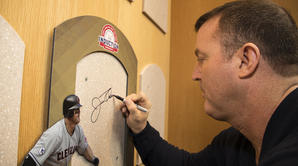 Jim Thome tours the Hall of Fame