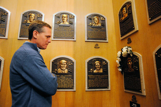 Craig Biggio reflects upon the Hall of Fame plaque of Ernie Banks on Friday, Jan. 30 during his Orientation Visit in Cooperstown. Banks passed away on Jan. 23. (Milo Stewart Jr./National Baseball Hall of Fame)