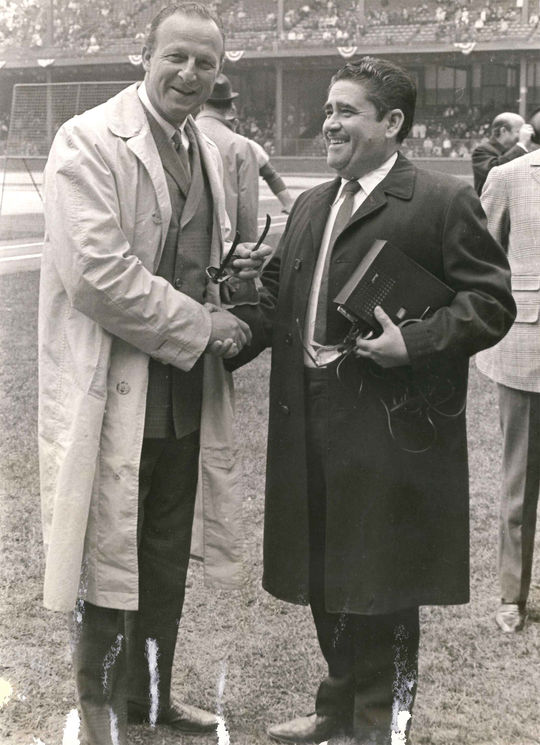 Felo Ramírez shakes hands with Hall of Famer Stan Musial following an interview. (National Baseball Hall of Fame and Museum)
