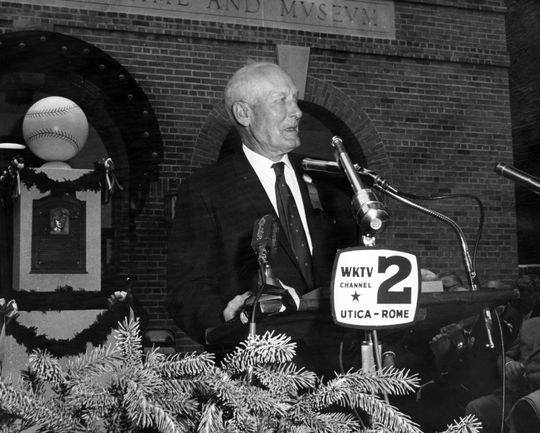Sam Rice giving his acceptance speech on the steps of the Museum during the 1963 Induction Ceremony. (National Baseball Hall of Fame Library)