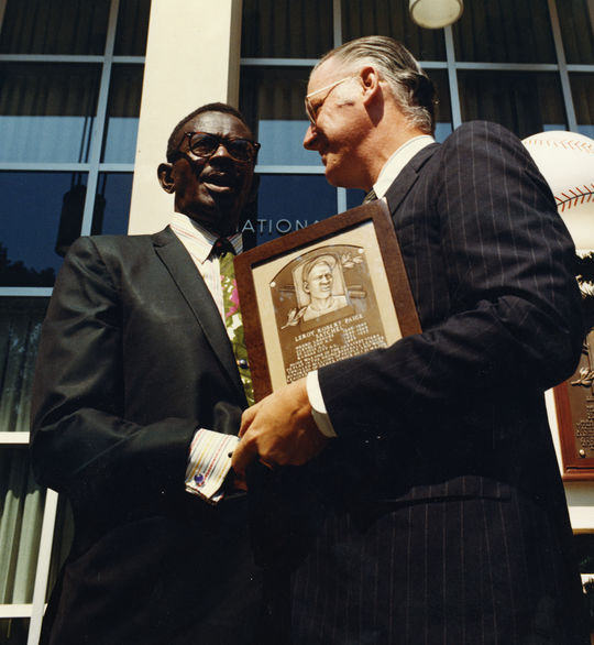 Satchel Paige is congratulated by commissioner Bowie Kuhn at the Hall of Fame Induction Ceremony on Aug. 9, 1971. (National Baseball Hall of Fame and Museum)