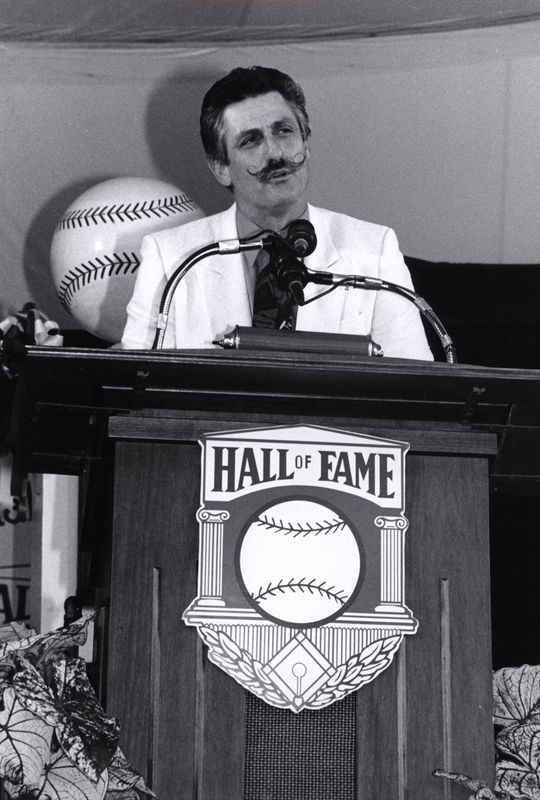 Rollie Fingers speaks after being inducted at the 1992 <em>Induction Ceremony</em>. (National Baseball Hall of Fame and Museum)