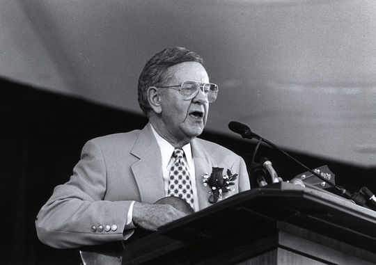 Bob Wolff gives his speech at the 1995 Hall of Fame Induction Ceremony when he was presented with the Ford C. Frick Award. (National Baseball Hall of Fame and Museum)