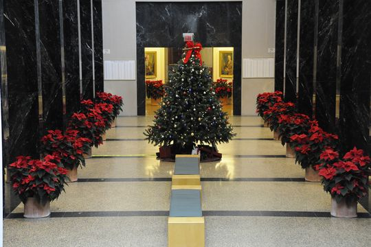 Hall of Fame Plaque Gallery Decorated for the Holiday Season (Milo Stewart Jr./National Baseball Hall of Fame)
