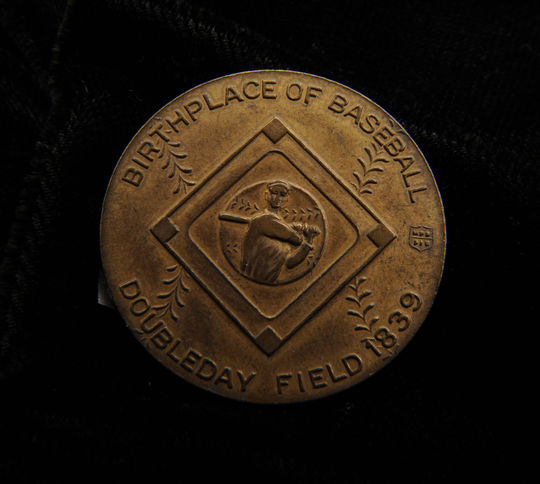 The reverse of the collectible coin from the Museum's collection celebrating the Hall of Fame. (Milo Stewart, Jr. / National Baseball Hall of Fame)