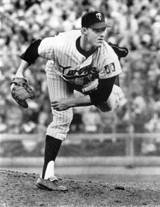 Jim Kaat of the Minnesota Twins pitching. BL-6099-71b (National Baseball Hall of Fame Library)