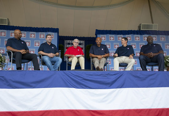 MLB Network's Peter Gammons hosted the 2019 <em>Legends of the Game Roundtable</em> with Harold Baines, Edgar Martinez, Mariano Rivera, Mike Mussina and Lee Smith. (Milo Stewart Jr./National Baseball Hall of Fame and Museum)