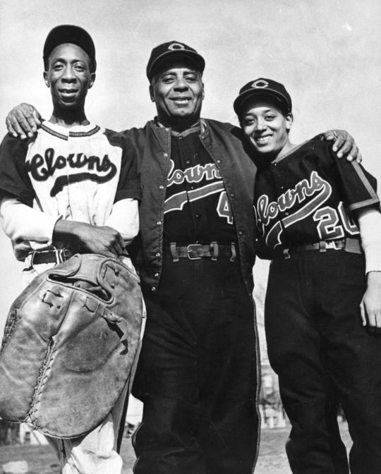 King Tut, Oscar Charleston, and Connie Morgan of the Indianapolis Clowns. BL-6547.76