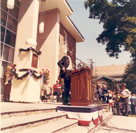 Satchel Paige delivers his Hall of Fame induction speech on the steps of the Museum Library in 1971. (National Baseball Hall of Fame Library)